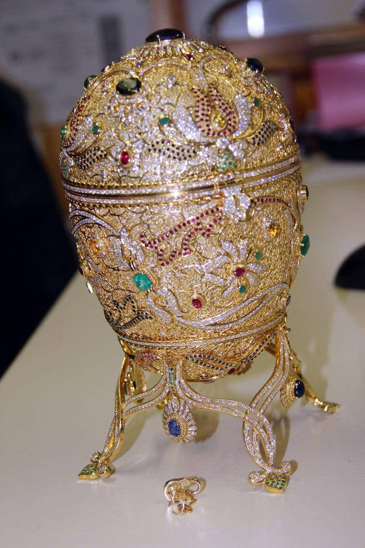 Verziertes Faberge-Ei: Endlose Handwerksstunden, mehr als ein Kilo Gold und Hunderte von Edelsteinen waren nötig, um dieses Prunkstück herzustellen, dessen einziger Zweck es ist zu prunken.