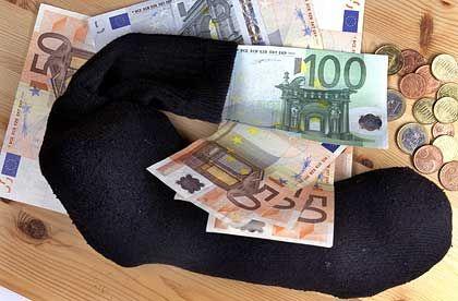 Sparstrumpf: Die Deutschen legen einen hohen Anteil ihres Einkommens für die Zukunft zurück