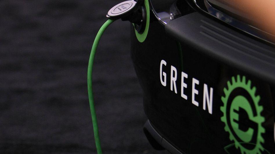 Elektroauto am Kabel: Umweltverträglichkeit ist auch vielen Geldanlegern bei ihren Investments wichtig