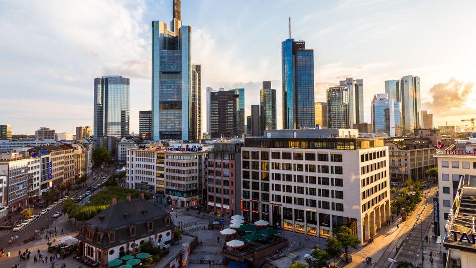 Skyline Frankfurts: Die SEBAM wechselt von der SEB Gruppe an Cordea Savills