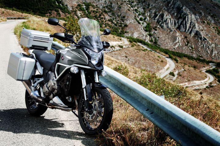 Mischung aus Sporttourer und Reiseenduro: Honda hat unter anderem das Crossover-Modell VFR1200X Crosstourer mit großem V4-Motor neu im Programm.