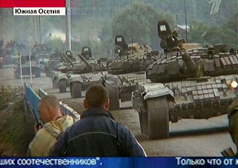 Angreifer: Georgische Panzer auf dem Weg nach Zchinwali