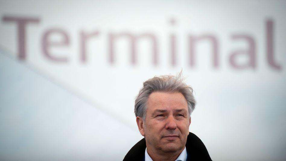 Umtost: Berlins Regierender Buergermeister Klaus Wowereit (SPD) tritt als Aufsichtsratschef der Flughafen-Betreibergesellschaft zurück
