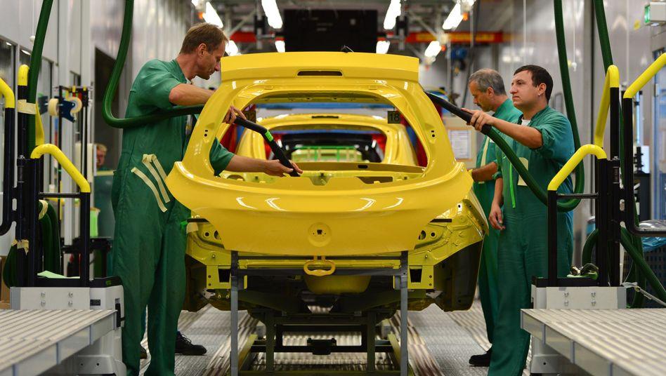 Mitarbeiter im Opel-Werk Eisenach: Thüringens Ministerpräsident Ramelow will den Standort erhalten