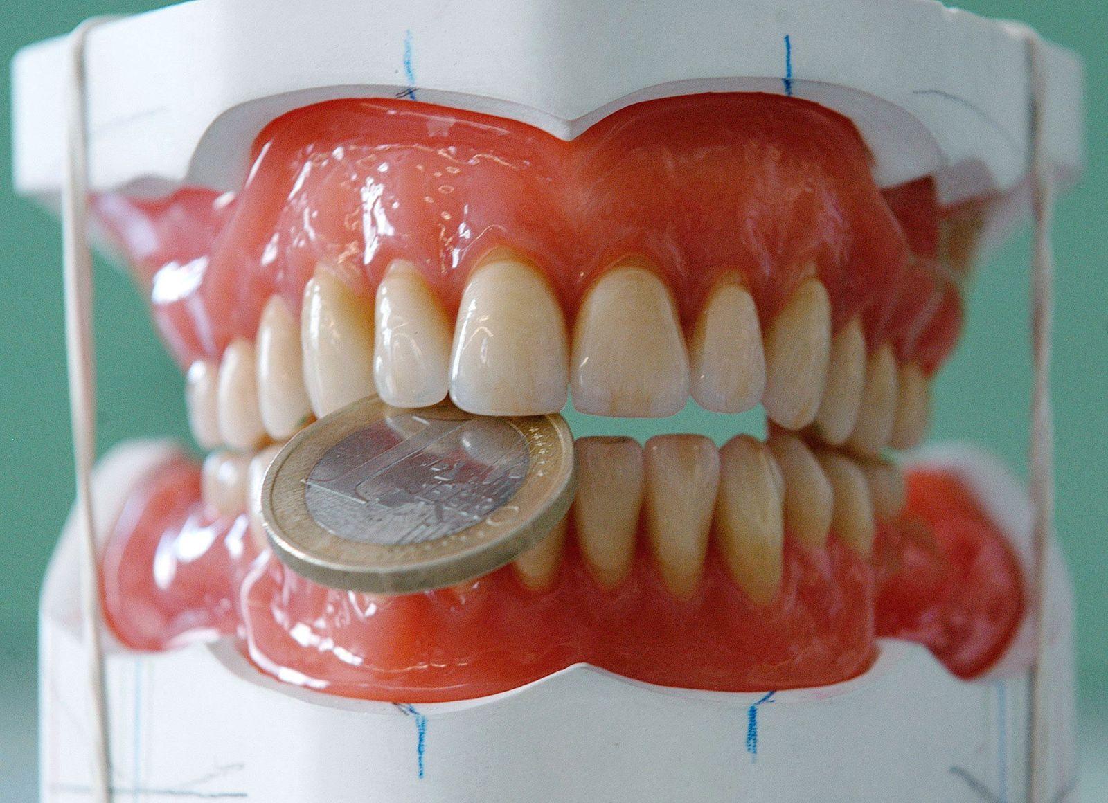 Symbolfoto Zahnersatz