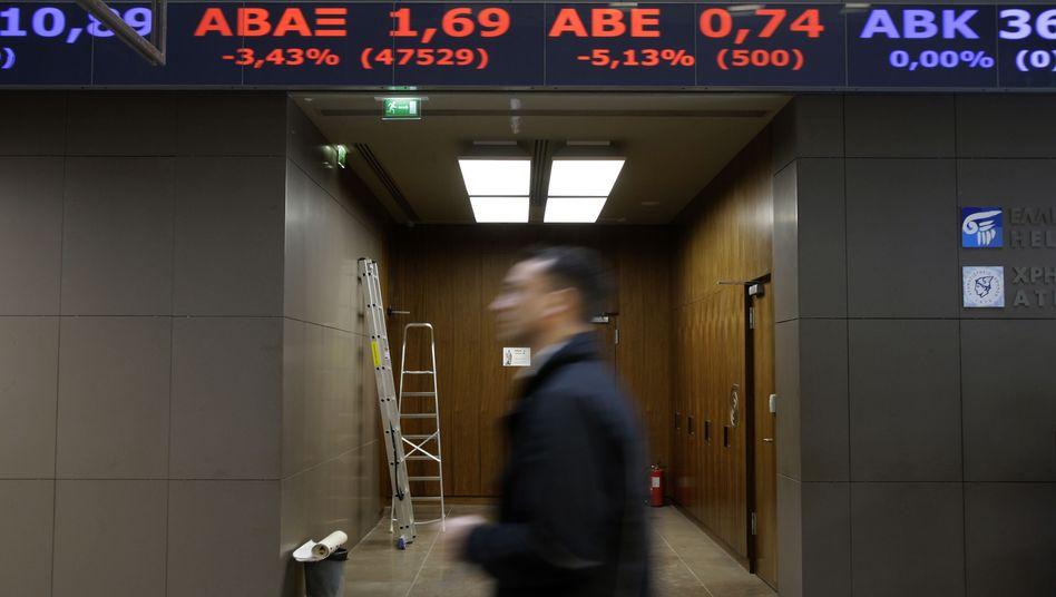 Rot dominiert: Die Athener Börse zeigt die derzeit vorherrschende Richtung an