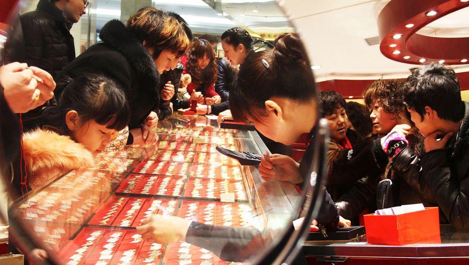Goldkäufer in China: In Asien hat Goldbesitz einen hohen Stellenwert