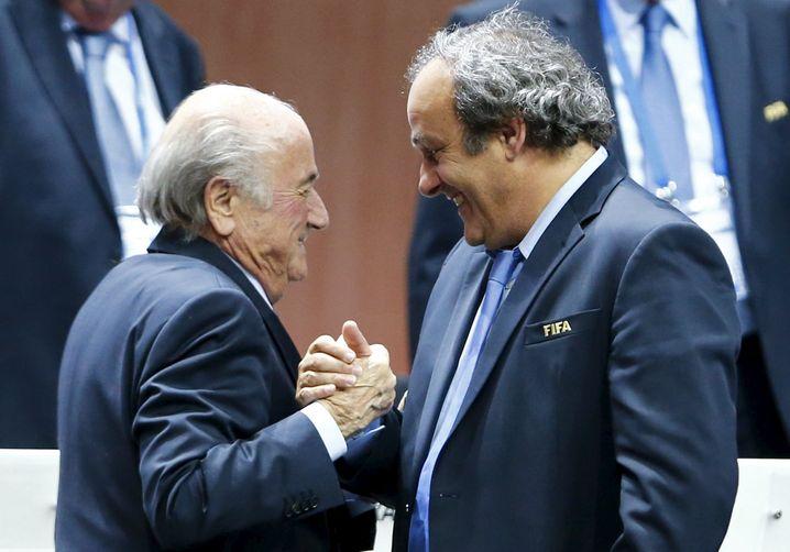 """""""Tolle App, Michel, viiiiielen, viiiielen Dank"""": Ex-Fifa-Präsident Sepp Blatter bedankt sich bei Ex-Uefa-Präsident Michel Platini für den neuen Wecker"""