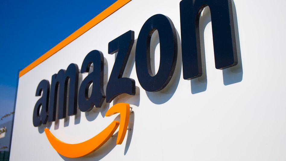 Amazon-Schriftzug an einem Gebäude in Frankreich