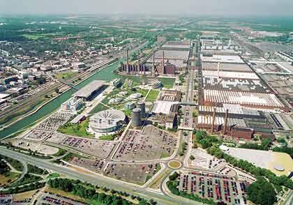 Blick auf das Volkswagen-Gelände: 1,1 Millionen Quadratmeter Land sind in Wolfsburg vom Automobilbauer VW belegt.