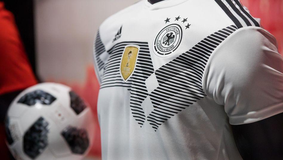 WM-Trikot von Adidas: Dem Sportartikelhersteller drohen Umsatzeinbußen, wenn die deutsche elf schon nach der Vorrunde ausscheidet