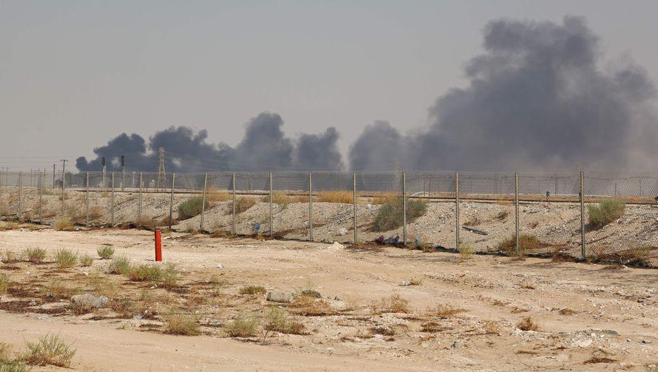 Rauchwolken über der Aramco-Raffinerie am Samstag