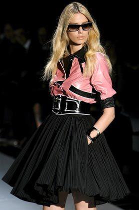 Kontraste setzen: Schwarz-Weiß kommt bei Gucci im nächsten Sommer gut an, Varianten gibt es natürlich auch - in Rosé