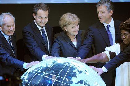 Netzwerker: SAP-Chef Bill McDermott (r, mit Angela Merkel und Luis Zaptero) stärkt die Verbindungen zur Telekom