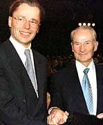 Thomas Middelhoff (l.) und Reinhard Mohn: Middelhoffs Amtsübernahme im Oktober 1998
