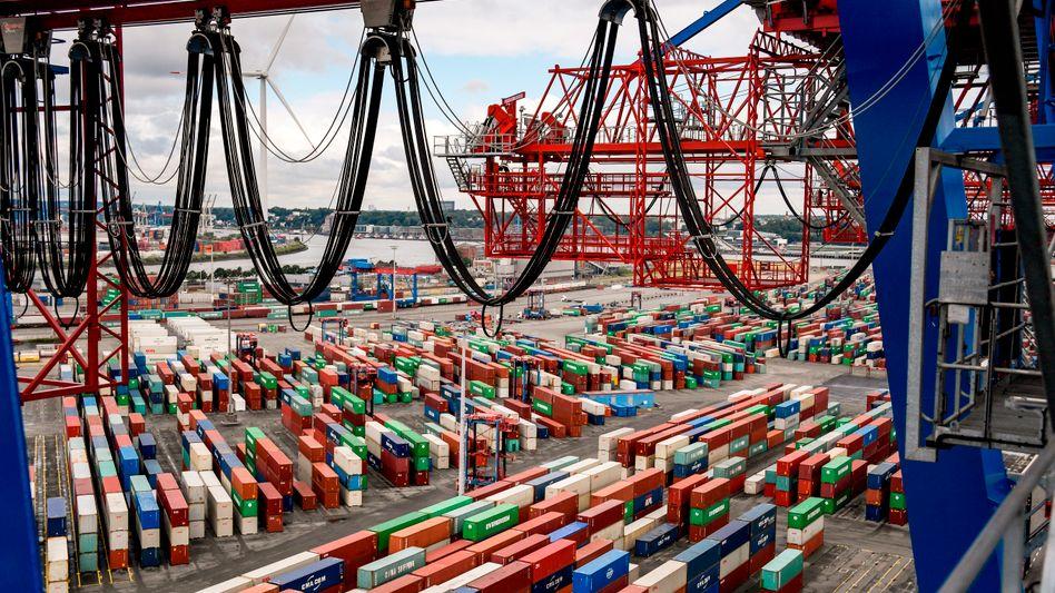 Containerterminal Hamburg: Der Außenhandel bremste im zweiten Quartal die Entwicklung, die Verbraucher stützten sie mit ihrem privaten Konsum