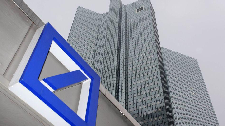 Zentrale in Frankfurt: Die Deutsche Bank will die Basel-III-Kriterien früher erfüllen als nötig