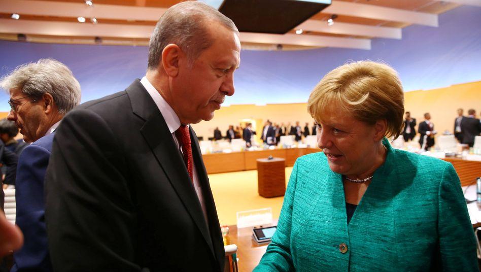 Recep Tayyip Erdogan und Angela Merkel am Ende des G20-Gipfels in Hamburg