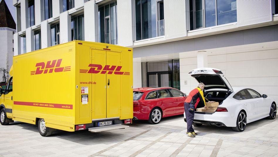 DHL Paketbote: Ersetzt der Kofferraum künftig die Paketshops?