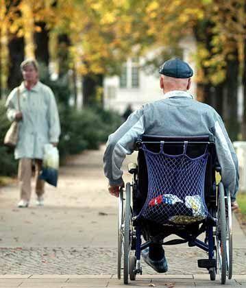 Pflege älterer Menschen: Die Beiträge dafür sollen steigen