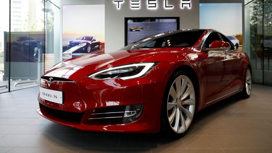 """Tesla Model S: """"Plötzliche Beschleunigung"""" beim Einparken - die Verkehrsbehörde NHTSA schaut sich derzeit die Beschwerden verschiedener Tesla-Kunden an"""
