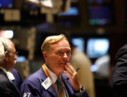 Ein wenig ratlos: Nach widersprüchlichen Daten zum Zustand der US-Wirtschaft schlossen die Aktienindizes am Freitag im Minus