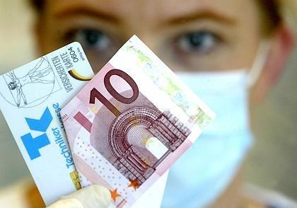 Gesundheitsreform: Im Jahr 2003 wurden sinkende Beiträge versprochen. Nun werden die Beiträge erhöht.