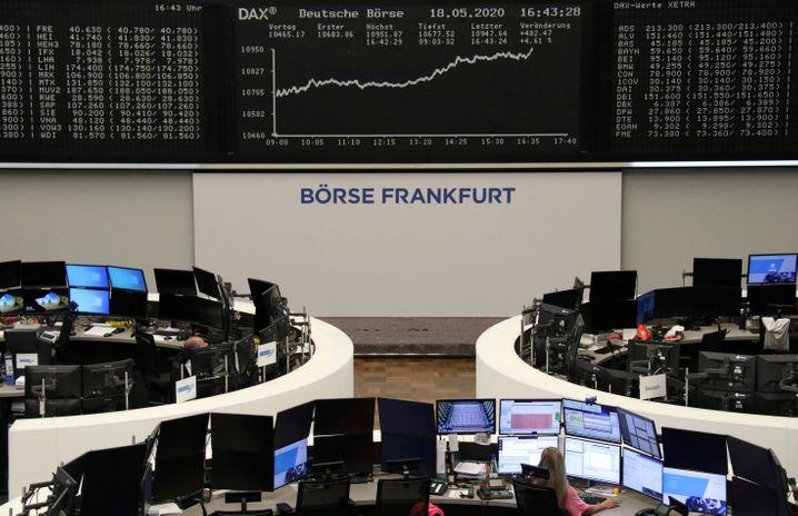 Freude in Frankfurt: Der Dax übersprang kurz vor Börsenschluss die 11.000-Punkte-Marke
