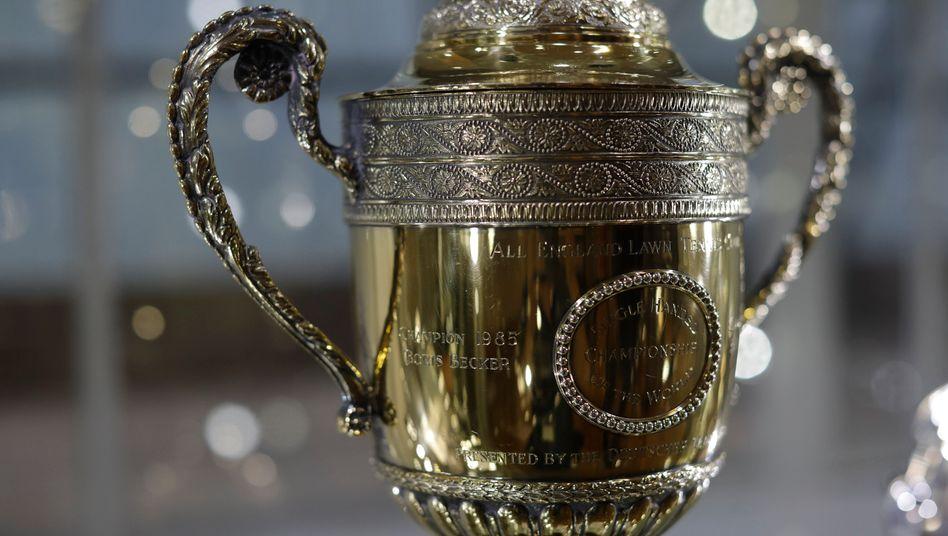 Replika der Wimbledon-Trophäe von Boris Becker: Auf diesen Pokal wurden bereits 17.200 Euro geboten