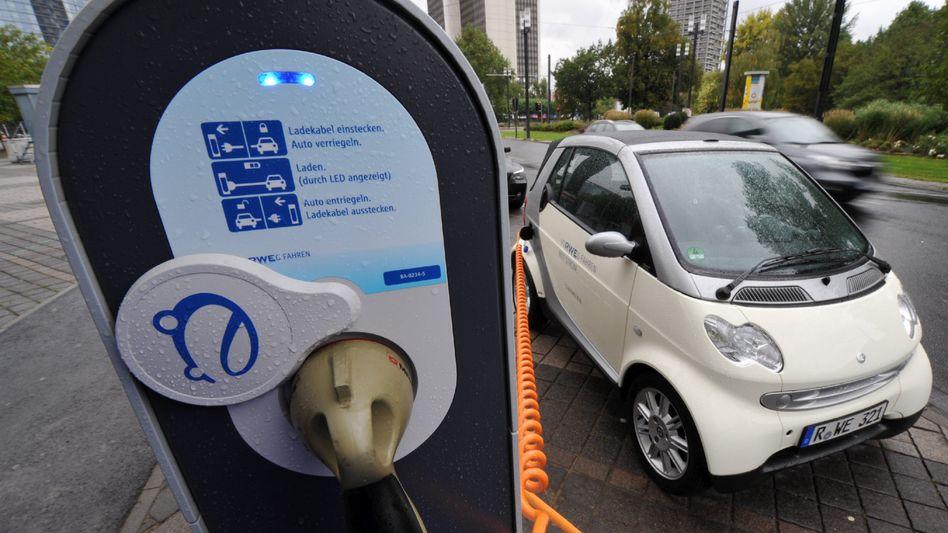 """Elektro-Smart : Die Autobauer vermissen steuerliche und politische Anreize bei der Förderung von E-Mobilität. """"Wenn die Politik bis 2020 auf eine Million Elektroautos kommen möchte, müsste sie die Bedingungen ändern."""""""