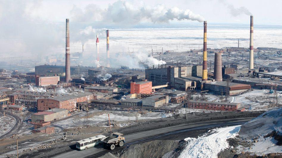 """Check-in im """"Mining Hotel"""": Die berüchtigte Nickelschmelze im nordsibirischen Norilsk wurde geschlossen. Das Gelände und die mit Kohle und Diesel betriebenen Betriebskraftwerke werden nun als """"Mining Hotel"""" zum Bitcoin-Schürfen genutzt"""