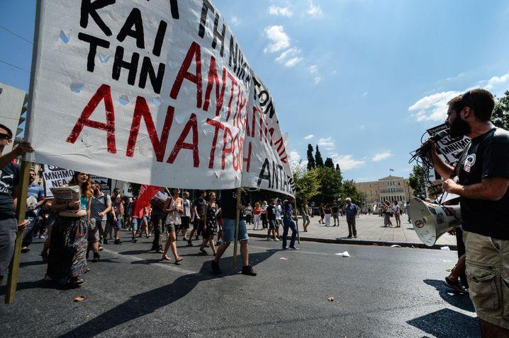 Nein zum Rettungspaket, Streik der Staatsdiener: Am besten wäre, wenn das Geld für Griechenland einfach so weiterfließt, ohne lästige Bedingungen. Es sind ja auch nur rund 80 Milliarden Euro für die nächsten drei Jahre