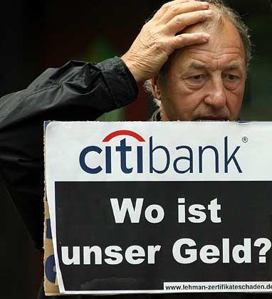 Sie demonstrierten oft: Anleger, die von der Citibank Lehman-Papiere empfohlen bekommen haben und damit viel Geld verloren
