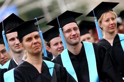 Besser dotiert als ihre FH-Kollegen: Uni-Absolventen, hier Diplomanden der Universität Bonn