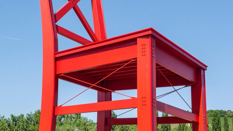 Der rote Stuhl: XXXLutz