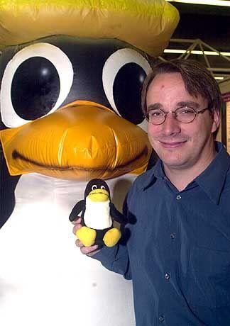 Gründer: Linus Torvalds mit Maskottchen
