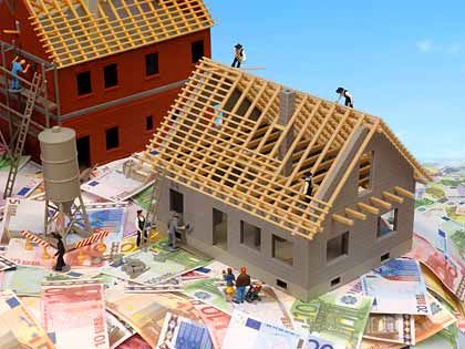 Baufinanzierung: Vor dem Erwerb des Eigenheims informieren sich Käufer oder Bauherren zumeist intensiv über die Angebote. Bei der Anschlussfinanzierung jedoch holen viele kein Vergleichsangebot ein
