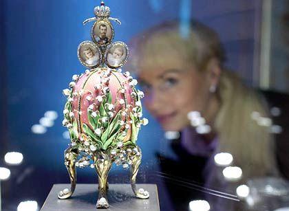 Maiglöckchen-Ei (1898): Das Ei wurde auf der Weltausstellung 1900 gezeigt, während sich die Art-Noveau-Euphorie in Paris auf dem Höhepunkt befand