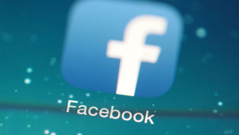 Im Fokus: Tut Facebook alles Mögliche und Nötige, um rechte Parolen und Hetzerei von seinen Seiten zu verbannen?