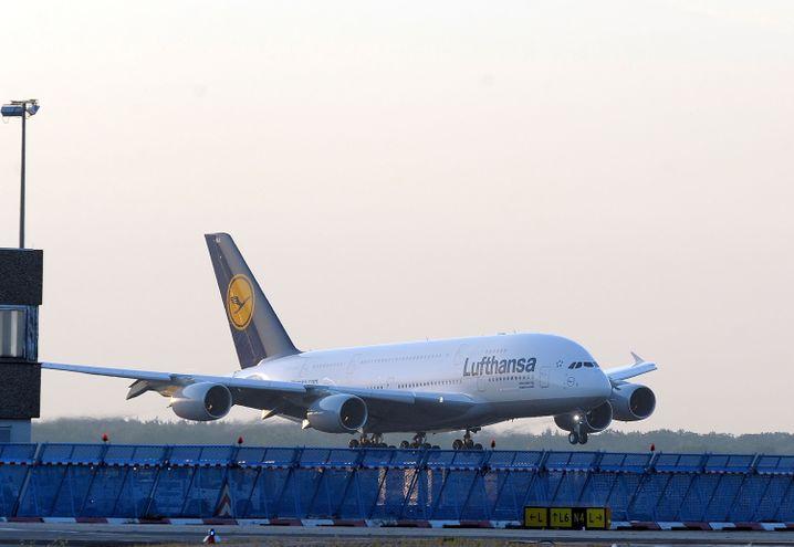 Noch immer im Sinkflug: Der Personalüberhangbei der Lufthansa in Deutschland wurde auf rund 11.000 Stellen beziffert