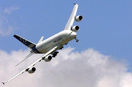 Guck mal wie wendig ich bin: Der A380 bei der Eröffnungsfeier der Luftfahrtmesse