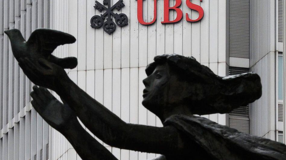 Ein Logo der UBS in Zürich
