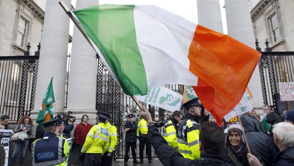 Proteste in Irland: 2013 läuft der Rettungsschirm aus - dann sollen neue Regeln gelten