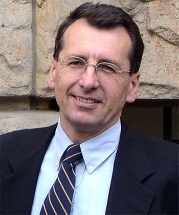 """""""Wir können uns dem Ziel nur schrittweise nähern"""": Jan Pieter Krahnen ist Professor für Kreditwirtschaft und Finanzierung an der Goethe-Universität Frankfurt und Direktor des Center for Financial Studies. Krahnen ist Mitglied der von der Bundesregierung initiierten Expertenkommission zur Reform der internationalen Finanzmärkte, die der ehemalige EZB-Chefvolkswirt Ottmar Issing leitet."""
