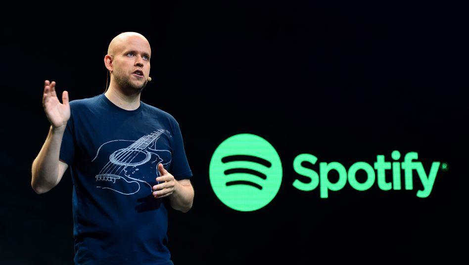 Spotify-Chef Daniel Ek: Mit mehr als 30 Millionen zahlenden Kunden liegt der Streamingdienst noch weit vor Apple - noch. Nun füllt Spotify seine Kriegskasse, um sich der Konkurrenz zu erwehren
