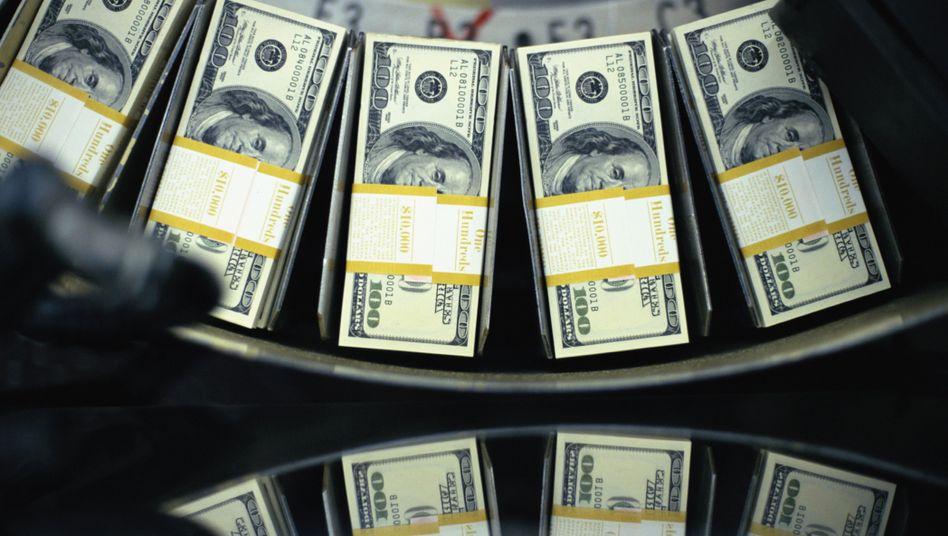 Schulden verstaatlichen, Gewinne privatisieren: Die Fed druckt Geld - und das Geschäftsmodell der Finanzbranche kommt für viele Investmentbanker einer Lizenz zum Gelddrucken gleich
