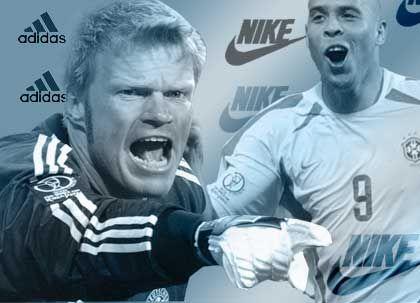 Konkurrenten nicht nur auf dem Platz: Oli Kahn (in Adidas) und Ronaldo (in Nike)