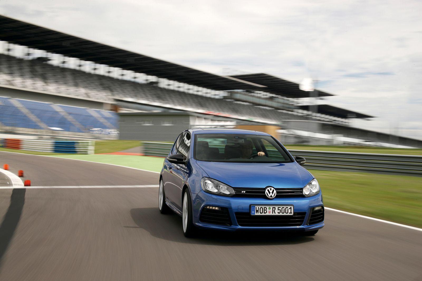 Volkswagen Golf R / VW / blau / Rennstrecke
