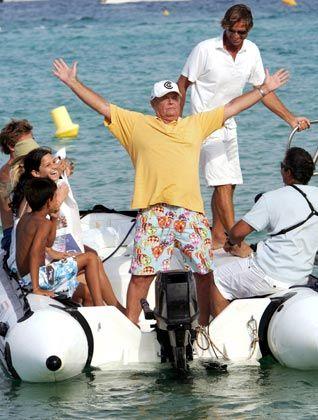 """Eigentlich immer dabei: US-Schauspieler Jack Nicholson - hier auf einem Schlauchboot vor dem """"Club 55"""" in Saint-Tropez"""