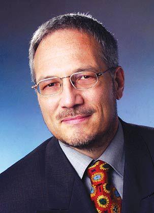 Gastautor Udo Helmbrecht wurde 1955 in Castrop-Rauxel geboren. Der Diplom-Physiker ist seit März 2003 Präsident des Bundesamts für Sicherheit in der Informationstechnik (BSI) in Bonn.